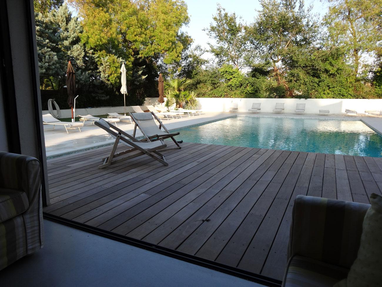 le blavet terrasse piscine bar le blavet location pour tournages et shootings. Black Bedroom Furniture Sets. Home Design Ideas